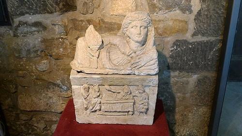 castellina-etruscan-urn1